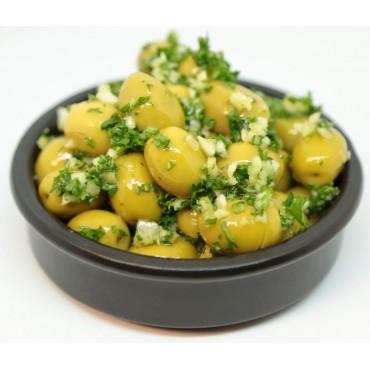 Olives vertes cassées à l'ail frais persillé