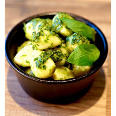Ail confit à l'huile d'olive et basilic frais